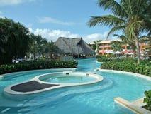 De toevlucht van de vakantie met pool Stock Fotografie