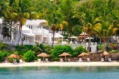 De toevlucht van het de waterkantflatgebouw met koopflats van de luxe op Antigua royalty-vrije stock foto's