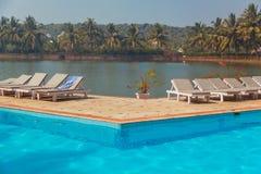 De Toevlucht Zwembad van het strandhotel Stock Foto