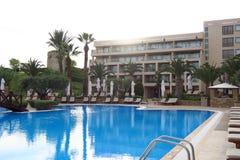 De toevluchtpool van het luxehotel in Halkidiki, Griekenland Royalty-vrije Stock Foto's