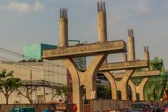 De tollway stolparna under konstruktion Nya rader av Bangkok BTS s Royaltyfri Foto