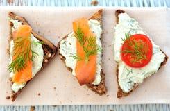 De tomaat van de kers en zalmbruschetta Royalty-vrije Stock Foto