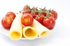 De tomaat van de kers met gesneden kaas Royalty-vrije Stock Foto's
