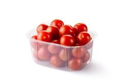 De tomaten van de kers in kleinhandels verpakking stock afbeeldingen