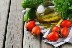 De tomaten van de kers, olijfolie en peterselie Stock Foto
