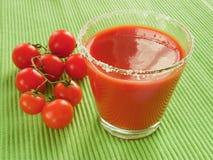 De tomaten van het tomatesap en van de kers stock foto