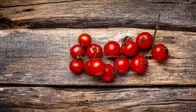 De tomaten van de kers op houten achtergrond Royalty-vrije Stock Fotografie