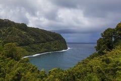 De toneel kustlijn van Hana met Weg aan Hana stock afbeeldingen