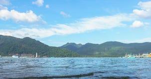 De toneelmening van de tijdtijdspanne van overzees tijdens zonsopgang bij Haven klap-Bao stock videobeelden