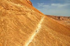 De toneelmening van Masada zet in Judean-woestijn op royalty-vrije stock foto's