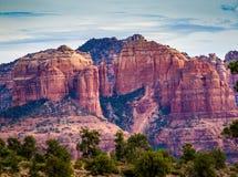 De toneelvorming van de Kathedraalrots bij Eiken Kreek in Sedona Arizona stock fotografie