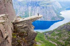 De Tong van de Trolltungasleeplijn, Noorwegen stock foto's