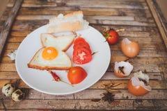 De toost van het ontbijtvoedsel, ei, tomaat, brood Stock Fotografie