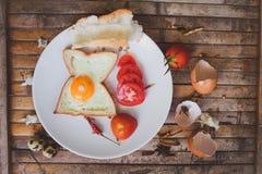De toost van het ontbijtvoedsel, ei, tomaat, brood Stock Foto's