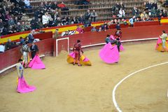 De toreadors voert een stieregevecht met Ivan Fandino uit ` Corrida ` het stierenvechten is Spaanse traditie royalty-vrije stock foto's