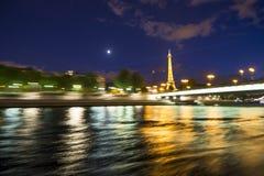 De Toren, de Maan, en de Rivier van Eiffel royalty-vrije stock foto