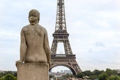 De Toren en de Beeldhouwwerken van Eiffel in Trocadero Royalty-vrije Stock Afbeeldingen