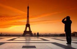 De toren en de fotograaf van Eiffel Stock Fotografie