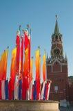 De toren en de vlaggen van Moskou het Kremlin Royalty-vrije Stock Foto