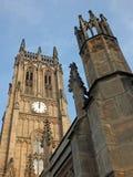 De toren en het hoofdgebouw van de historische die petersmunster van heilige in Leeds vroeger de parochiekerk in 1841 wordt volto stock foto