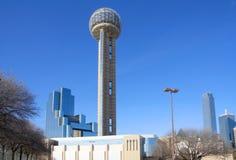 De Toren en het moderbuilding van de bijeenkomst stock afbeelding