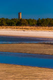 De toren en het strand van het Wereldoorlog IIvooruitzicht bij het Park van de Staat van Kaaphenlopen, DE. royalty-vrije stock fotografie