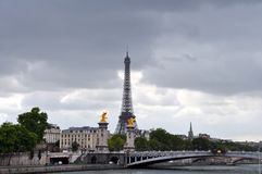 De Toren en Pont Alexandre III van Eiffel Royalty-vrije Stock Foto's