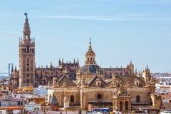De toren Giralda, Kathedraal van Heilige Mary van ziet, Sevilla Royalty-vrije Stock Afbeeldingen