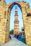 De Toren of Qutb Minar, de langste baksteenminaret van Qutubminar in Th Stock Afbeelding