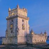De toren van Belem bij zonsondergang Stock Afbeeldingen