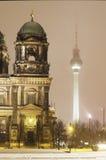 De toren van Berlin Cathedral en van de televisie Royalty-vrije Stock Afbeeldingen