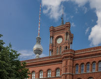 De Toren van Berlin City Hall en TV- Royalty-vrije Stock Foto