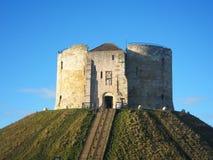 De toren van Cliffords in York, Engeland. Royalty-vrije Stock Afbeeldingen