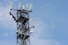 De toren van de antenne met vele spanningsverhoger stock afbeeldingen