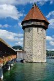 De toren van de Brug van de kapel in Luzern, Zwitserland Royalty-vrije Stock Foto's