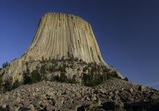 De Toren van de duivel in het Noorden - oostelijk Wyoming Stock Afbeelding