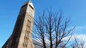 De toren van de kerk stock videobeelden