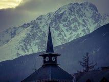 De toren van de kerk in de winter Stock Fotografie