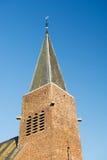 De toren van de kerk in Holland Stock Afbeeldingen