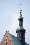 De toren van de kerk met kruis royalty-vrije stock foto's