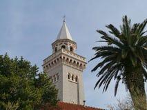 De toren van de kerk van Kastel Stafilic in Kroatië Royalty-vrije Stock Foto's