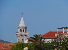 De toren van de kerk van Kastel Stafilic in Kroatië Stock Afbeelding