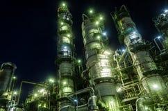 De toren van de kolom in petrochemische installatie Stock Afbeelding