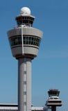 De toren van de luchtverkeerscontrole in Amsterdam Stock Afbeelding