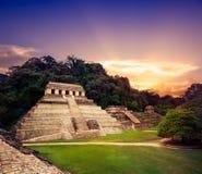 De toren van de Paleisobservatie in Palenque, Maya stad in Chiapas, Mexico stock afbeeldingen