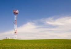 De toren van de telecommunicatie royalty-vrije stock afbeelding