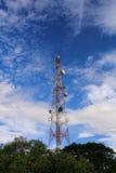 De toren van de telecommunicatie stock afbeelding
