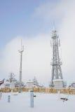 De toren van de telecommunicatie en weerstation stock afbeelding