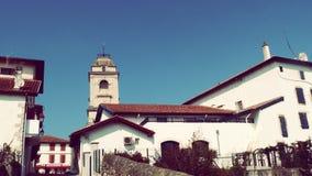 De Toren van de Urrugnekerk en Dorps Zuid-Frankrijk Europa Stock Afbeelding