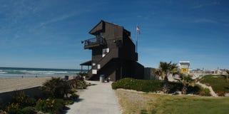 De toren van de Wacht van het leven op het Strand van de Opdracht Royalty-vrije Stock Afbeeldingen